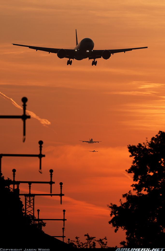 Images of London. Final approach to London Heathrow airport at sunset.. Amazing!