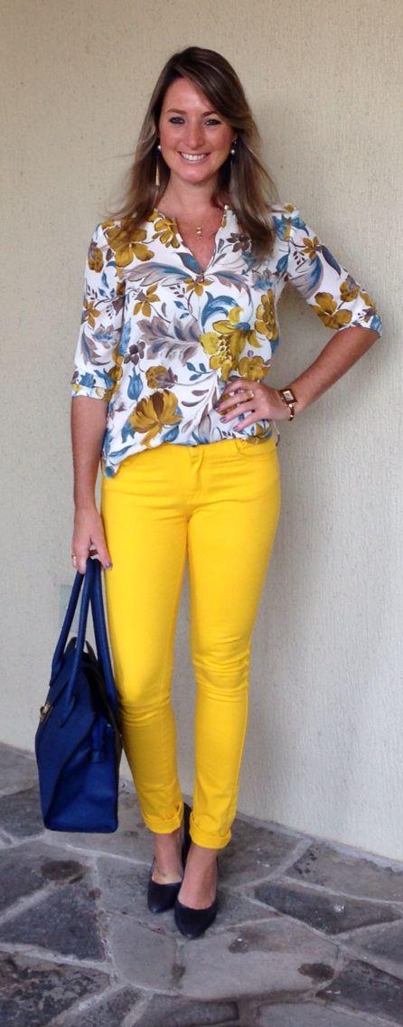 Look de trabalho - look do dia - moda corporativa - casual friday - calça amarela - camisa estampada - azul e amarelo - yellow pants - camisa floral zara