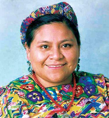 Rigoberta Menchú Tum, Guatemala 1959, pacifista Premio Nobel per la Pace 1992 in riconoscimento dei suoi sforzi per la giustizia sociale e la riconciliazione etno-culturale basata sul rispetto per i diritti delle popolazioni indigene .
