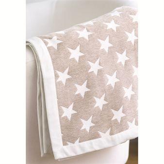 Westchester ist eine herrliche, beige Decke der schwedischen Marke Newport Collection, die sich durch ein beige/weißes Sternenmuster definiert.