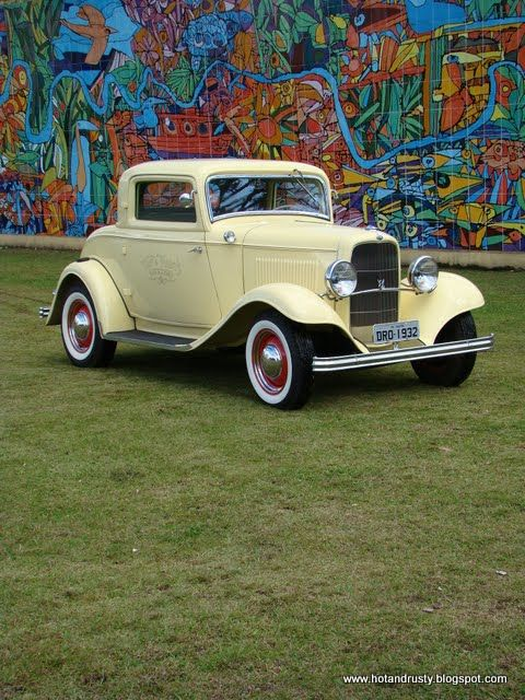 HOT & RUSTY: THE KING - 1932 Ford Coupe 3 Janelas