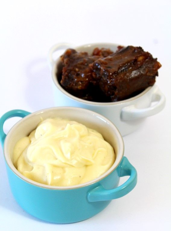 Zin in iets anders dan aardappelpuree? Maak dan eens deze heerlijke romige pastinaakpuree met tijm en knoflook.