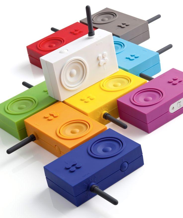 Hören Sie gerne Musik in der Badewanne oder unter der Dusche? Das batteriebetriebene Design-Radio Tykho von der Firma Lexon ist speziell für Nassräume konzipiert worden: