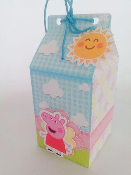 Caixa Milk da Peppa Pig em scrap com efeito 3D.  Tamanho aproximado: 12cm (Altura) x 5,5cm (largura e comprimento). Papel fosco  Medidas aproximadas (LxAxC): 6cm x 12cm x 6cm  Impressão: Jato de Tinta Alta Resolução  Acompanha cordinha para amarração    Material não resistente à água  EMBALAGEM SEGUE DESMONTADA para evitar amassos e baratear frete R$ 5,90