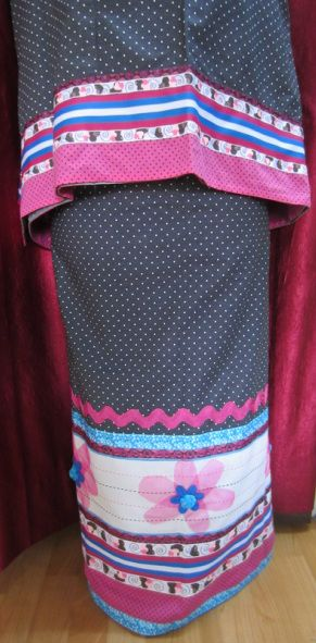 Black polka dot cotton fabric with tape laces, paneling and net flowers on matty fabric. http://feisa.weebly.com/ridas.html