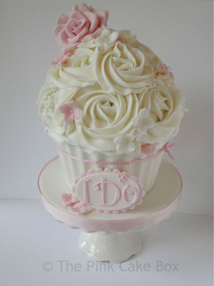 -gorgeous vintage inspired giant wedding cupcake with blush pink ... Beautiful designer couture cupcake