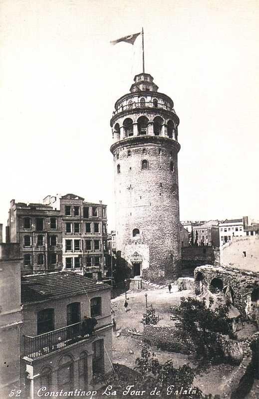 Etrafı boşmuş o zamanlar. Galata Tower ISTANBUL 1925