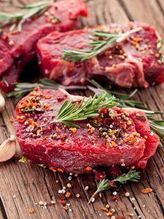 Der Konsum von Steaks & Co. hat sich mittlerweile verdoppelt. Umso wichtiger ist, dass Qualität auf dem Teller landet und Sie gutes Fleisch erkennen.