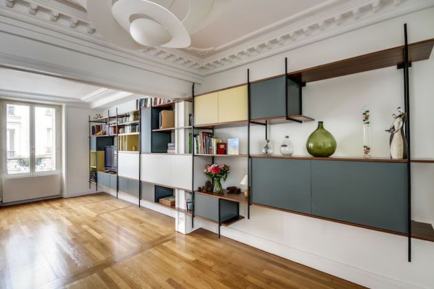 Karine et Gaelle interview des architecte maison france 5 bibliotheque design moderne esprit loft metal et bois sur mesure