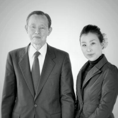 番組ナビゲーター/NPO法人漱石山房・理事長の近藤祐司さんと源川瑠々子さん。