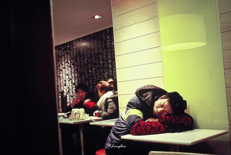 Kodak_E100VS_24-5 (Onni / Xijia Cao) Tags: china winter sleeping urban film restaurant cafe downtown nap alone shanghai kodak mcdonalds contax rest lonely sonnar carlzeiss pocketcamera sanitationworker gettychinaq2