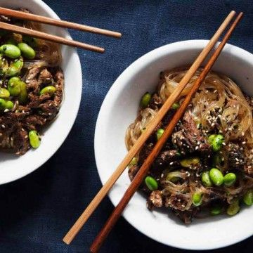 Mungbönsnudlar med lövbiff & ingefärsvinägrett - Recept - Tasteline.com