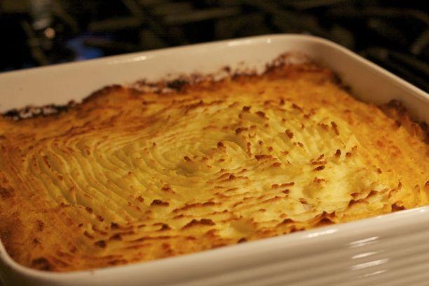 Un gustosissimo pasticcio di carne coperto con ciuffi di morbida purea di patate