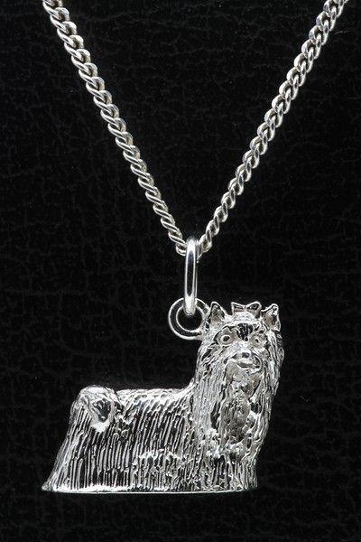 Zilveren Yorkshire terrier - omkijk ketting hanger - groot  Description: Bestel nu deze fraaie zilveren Yorkshire terrier - omkijk ketting hanger - grootMateriaal : 925/000 Sterling ZilverAfmeting in mm : ca. 18 x 17 mm.Soort Hanger : MassiefAfbeelding : 3DGewicht : ca. 64 gramop voorraad direct leverbaarDezefraai afgewerkte Zilveren Yorkshire terrier - omkijk ketting hanger wordtgeleverd in een gratis cadeau verpakking. Verzending binnen Europa is gratis.De prijs van de Zilveren Yorkshire…