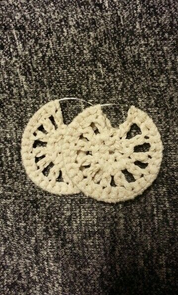 Crochet earrings, they are so easy to make!!