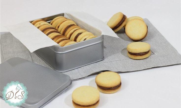 Biscotti ripieni al cioccolato