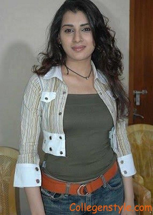 download cute and innocent looking comilla girls