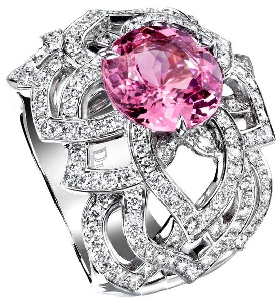 Discover Piaget rose ring in white gold, diamond on Piaget jewellery  official website - Piaget luxury ring