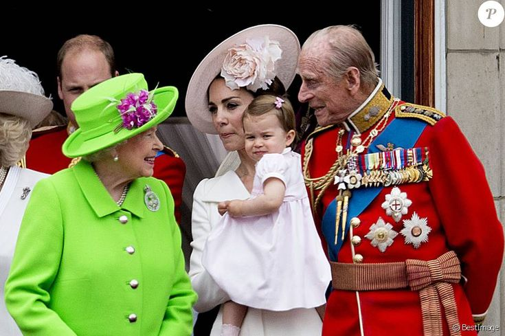 "La reine Elisabeth II d'Angleterre, Kate Catherine Middleton, duchesse de Cambridge, la princesse Charlotte, le prince Philip, duc d'Edimbourg - La famille royale d'Angleterre au balcon du palais de Buckingham lors de la parade ""Trooping The Colour"" à l'occasion du 90ème anniversaire de la reine. Le 11 juin 2016 London , 11-06-2016 - Queen Elizabeth celebrates her 90th birthday at Trooping the Colour.11/06/2016 - Londres"