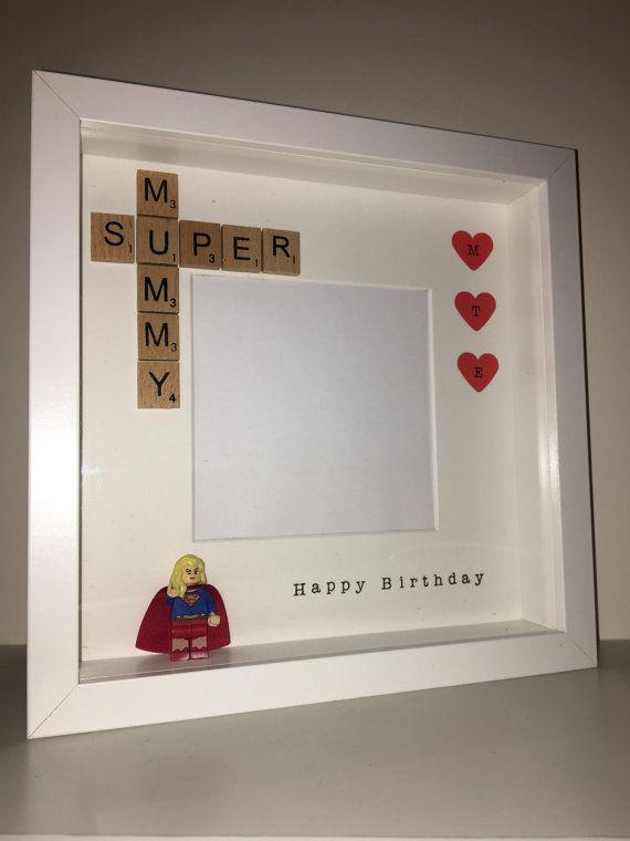personnalis superwoman cadre photo parfait pour cette sp ciale joyeux cadeau d 39 anniversaire. Black Bedroom Furniture Sets. Home Design Ideas