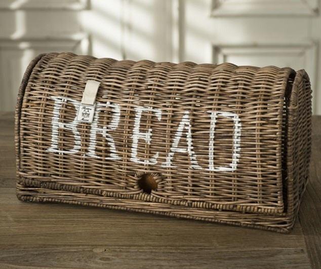 Riviera Maison. Dit zou prachtig staan op het aanrecht ipv de rommelige broodzakken in de kast....