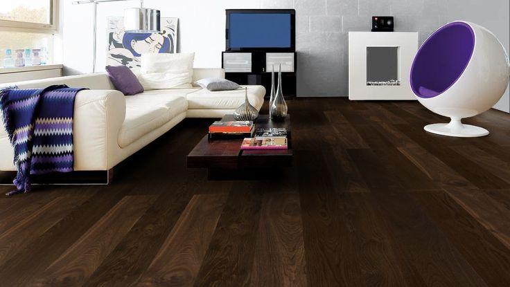 Pelkistetty ja minimalistinen olohuone on sisustettu muutamalla voimakkaalla päävärillä. - Cool and simple look with only few main colors.