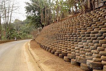 Tyre retaining wall