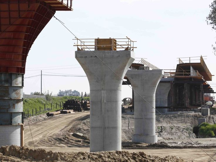 California High-Speed Rail agreed to increase payments to its construction manager by 18 percent even after it missed a key deadline.