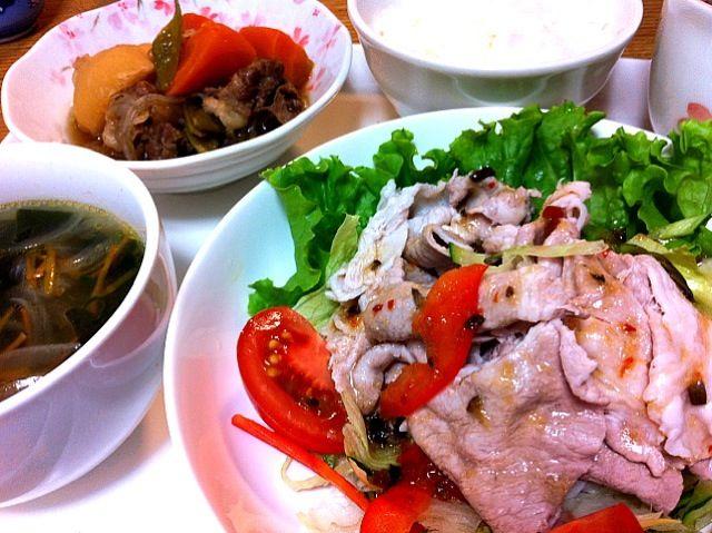 スープは豚のゆで汁で、2日目の肉じゃがは美味✨ - 7件のもぐもぐ - 冷しゃぶサラダ、わかめスープ、2日目の肉じゃが by suzuchan