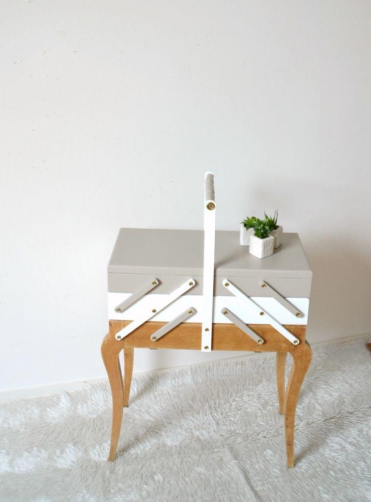 travailleuse style scandinave , pieds compas, blanc, taupe et vernis, Box with sewing, hard-working de la boutique atelierdelachoisille sur Etsy