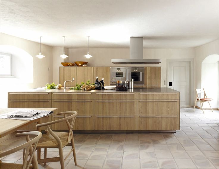 Solid oak bulthaup kitchen. Modern function of bulthaup behind the drawer and door fronts!
