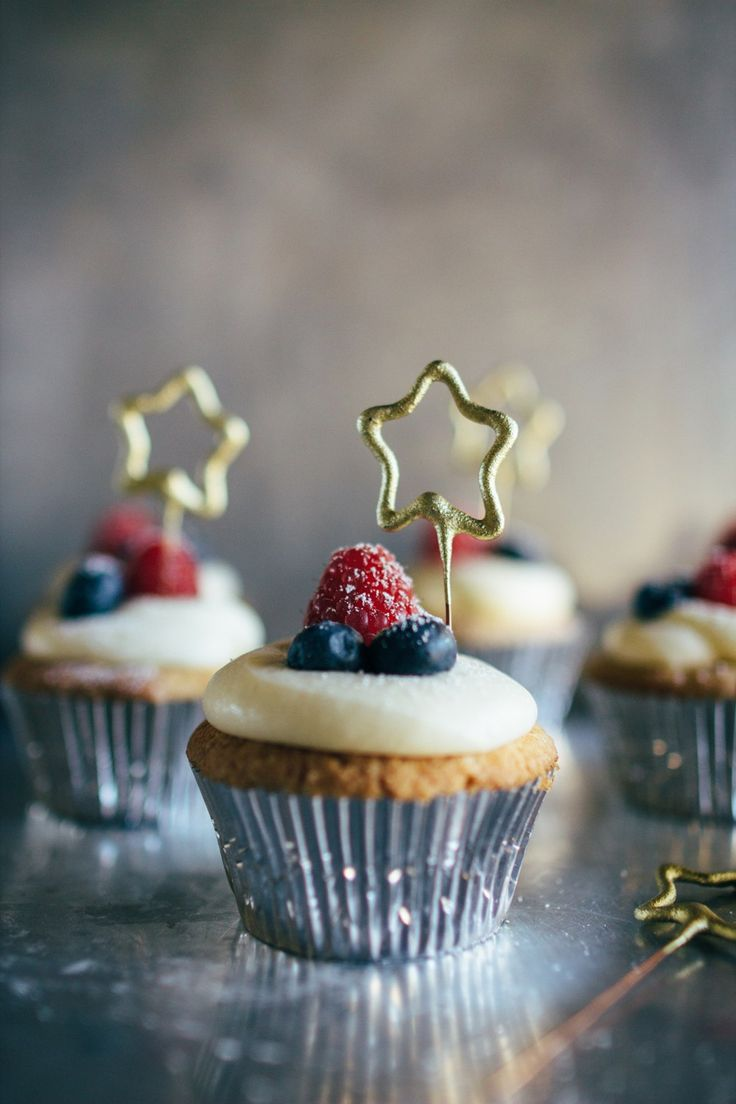 vanille cupcakes with lilikoi butter and mascarpone frosting   fork to belly