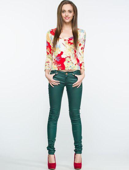 Κομψό εφαρμοστό παντελόνι έχει δύο τσέπες μπροστά και δύο πίσω και Χρυσά φερμουάρ στα τελειώματά του.Κουμπώνει με κουμπί και φερμουάρ. #koketa #fashion #tzin