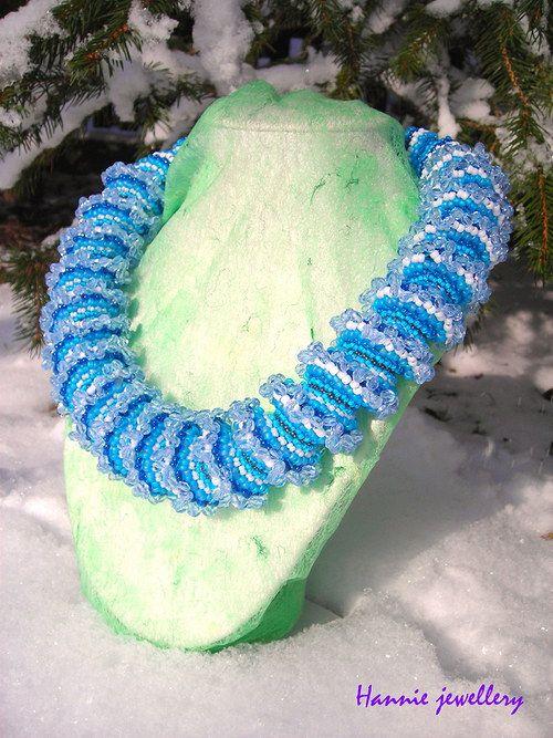 Kráska zimních vloček ... Beading jewelery from Hannie jewellery :) Cheb, Czech republic http://hanniejewellery.cz/
