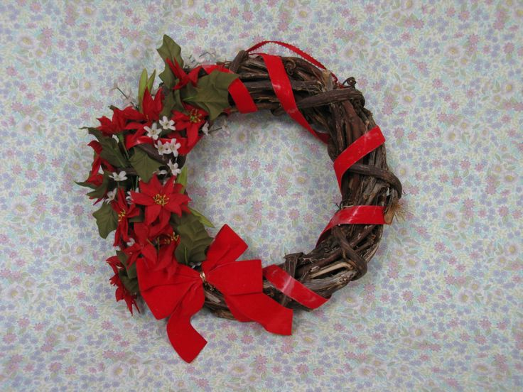 Christmas Wreath - 1970s Wreath - Door Hanging - Festive Wreath - Vintage Christmas - Poinsettia Wreath - Kitsch Wreath - Wood Wreath by MissieMooVintageRoom on Etsy