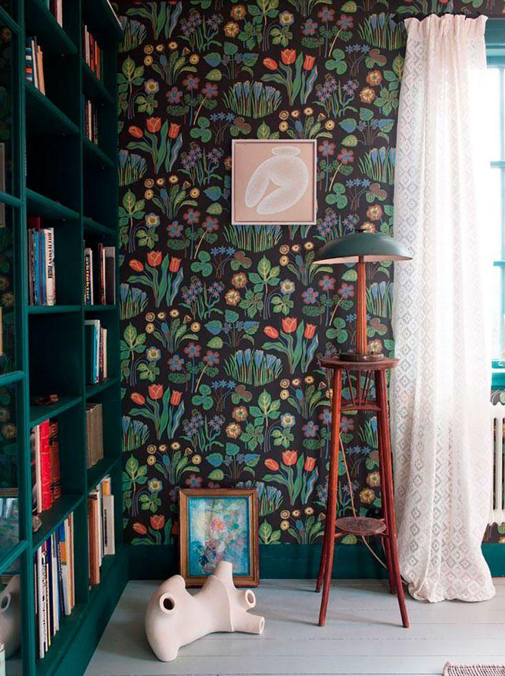Decoração de casa, decoração alegre, parede estampada, estampa florida, designer Josef Frank, móvel verde.