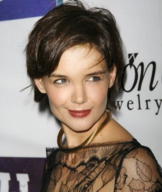 Celebrity Haircuts : Hollywood Hairstyles: Katie Holmes.  Best haircuts through the years #Celebrity https://inwomens.com/2018/02/22/celebrity-haircuts-hollywood-hairstyles-katie-holmes-best-haircuts-through-the-years/