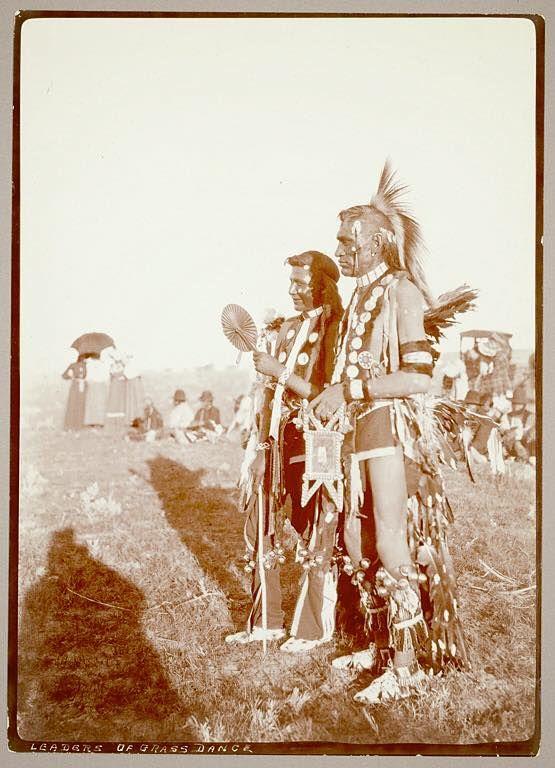 Джо Большой Бобр и Пол Захваченная Лошадь. Ассинибойны, 1906.