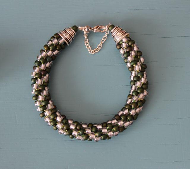 Kumihimo armband, Miyuki kraal donker metallic mat groen/crystal door AtalantaDesign op Etsy