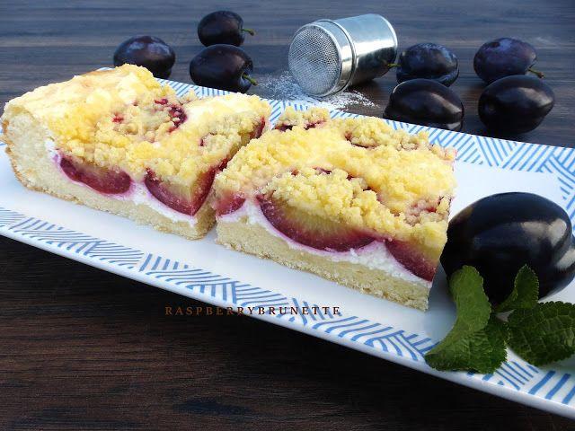 Raspberrybrunette: Jemný kysnutý ovocný koláč s tvarohom a maslovou posýpkou
