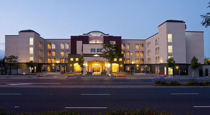 Fairfield Inn & Suites by Marriott San Francisco Airport Millbrae This Millbrae hotel is located one mile from the San Francisco International Airport and offers a free airport shuttle. They also feature a gym, hot tub, and spacious suites.