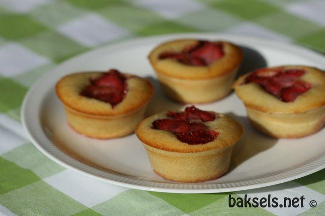 Recept - baksels.net | cakejes met aardbeienvulling - met Zonnigfruit