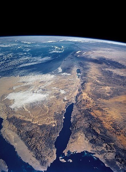 Here's a view of the triangular Sinai Peninsula and the Dead Sea Rift. In the centre, the Red Sea.