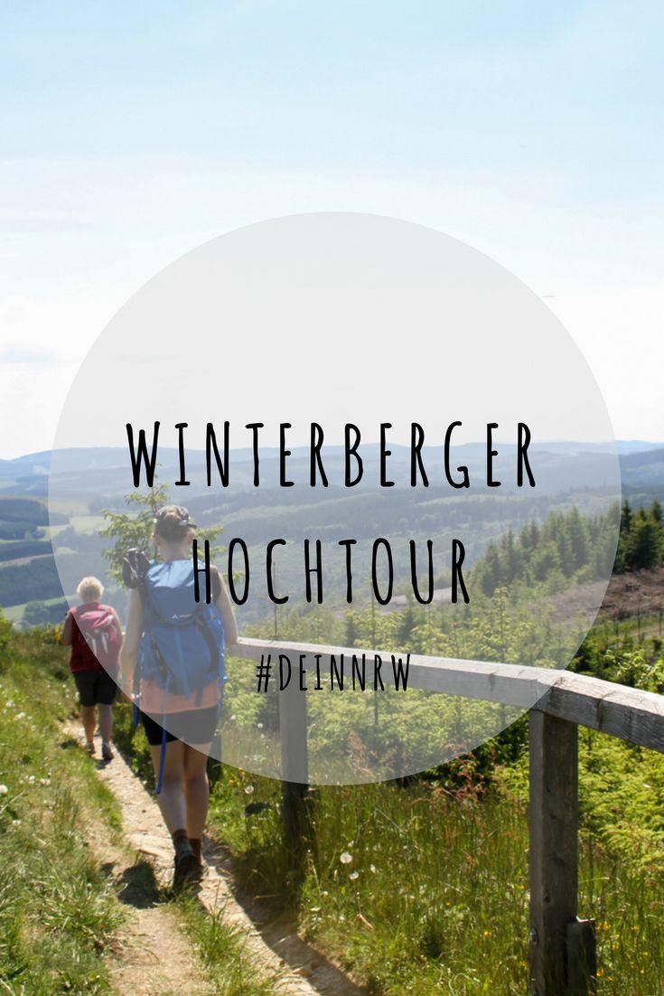 Wandern über den Bergen des Sauerlandes: Auf der Winterberger Hochtour geht es über die höchsten Berge des nordrhein-westfälischen Sauerlandes. Da ist gute Kondition gefragt. #deinnrw © Winterberg Touristik und Wirtschaft GmbH