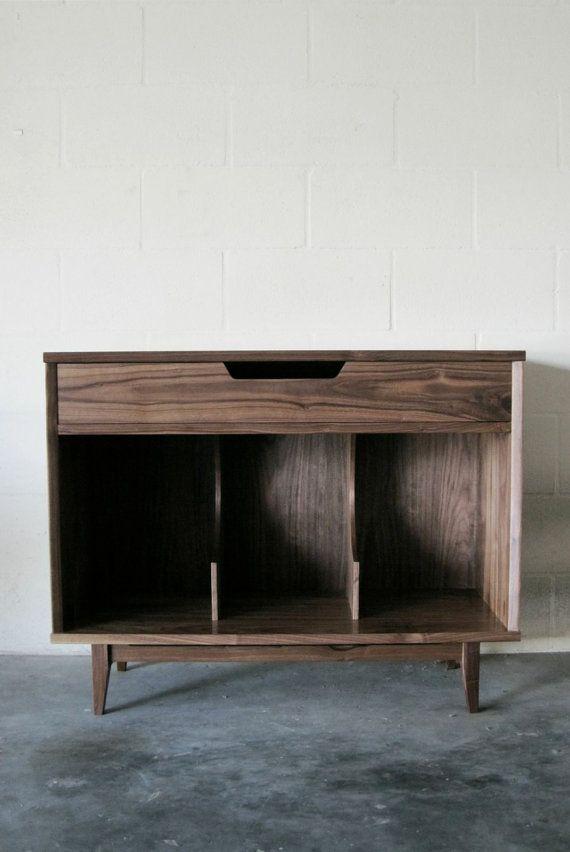 Winter is Leaving Sale Solid Walnut Record Cabinet por WileyJames