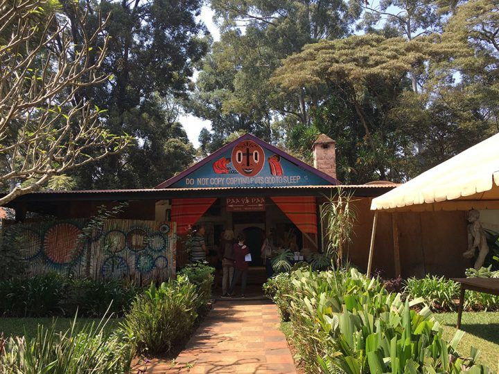 Ridgeway Road Nairobi: This is a very nice african Arts Center, which is typically built with very basic materials.image and text by Ilja Marcus Burchard