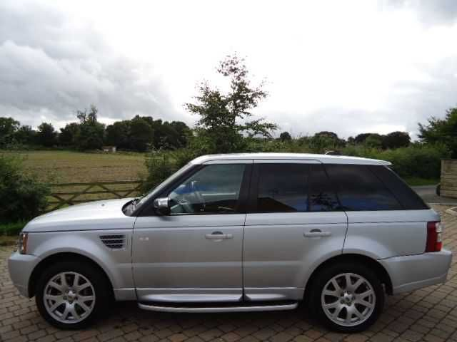 2007 Range Rover Sport 2.7 TDV6 HSE 5-door auto estate in Zermat Silver. HI ICE pack. Full Land Rover main agent service history. Click on pic shown for loads more.