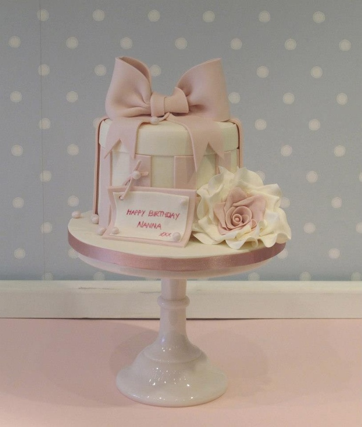Zoe's Nanna's hatbox birthday cake www.vintagehousebakery.co.uk