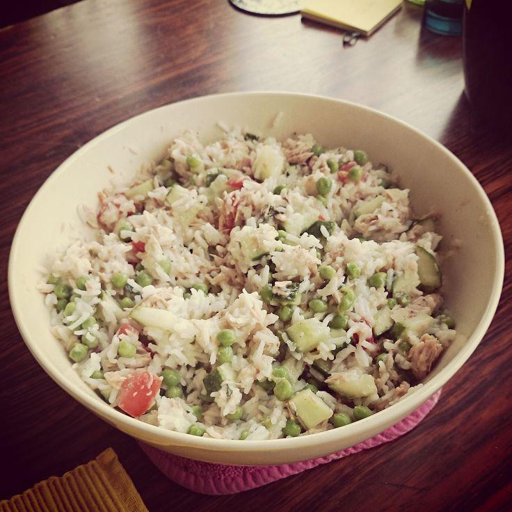Deze rijstsalade maak ik zelf heel vaak. Het is heel makkelijk om te maken en super lekker. Zelf ben ik gek op ansjovis, dus daar gebruik ik lekker veel van. Als je dat te heftig vindt qua smaak, kan je...Lees meer