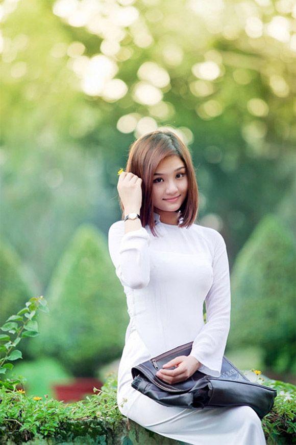 Sao Việt 'đọ' sắc với áo dài trắng